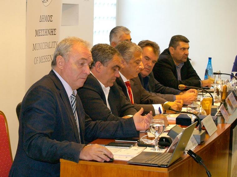 Ο Ευθύμης Λέκκας κατά τη συνεδρίαση της Επιτροπής Πολιτικής Προστασίας της Κεντρικής Ένωσης Δήμων Ελλάδας, που πραγματοποιήθηκε στο Δημαρχείο της Μεσσήνης το πρωί