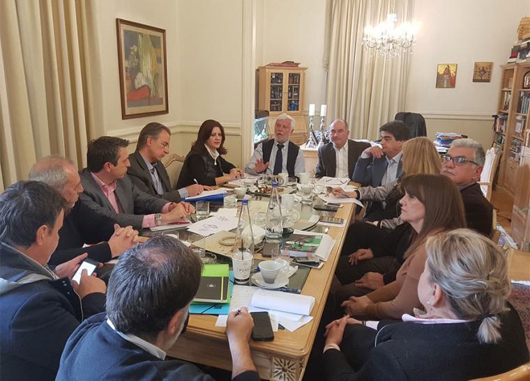 Η Εκτελεστική Επιτροπή της Περιφέρειας Πελοποννήσου, μέλη της οποίας είναι ο περιφερειάρχης, οι θεματικοί και χωρικοί αντιπεριφερειάρχες και ο πρόεδρος του Περιφερειακού Συμβουλίου