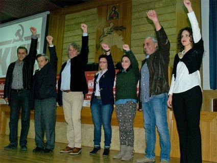 Οι υποψήφιοι βουλευτές του ΚΚΕ Παναγιώτης Κουφαλάκος, Σαράντος Κουκούμης, Αντώνης Κατσάς, Χριστίνα Καντζιλιέρη, Αγγελική Ζαφείρη, Νίκος Διασάκος και Στέλλα Χρηστέα