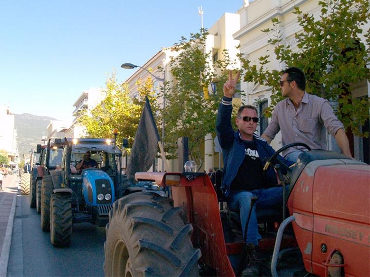 Εντυπωσιακή η απεργιακή πορεία των τρακτέρ στην Καλαμάτα