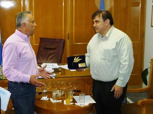 Ο Περικλής Παπαδόπουλος παρουσιάζει το σχέδιό του για τη διαστημική πύλη στην Καλαμάτα