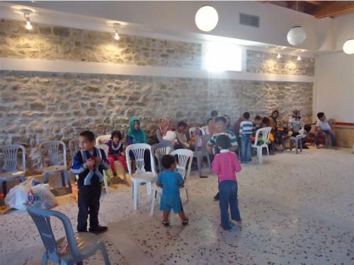Οι πρόσφυγες, παιδιά και μεγάλοι, στο Πολιτιστικό Κέντρο της Μεθώνης