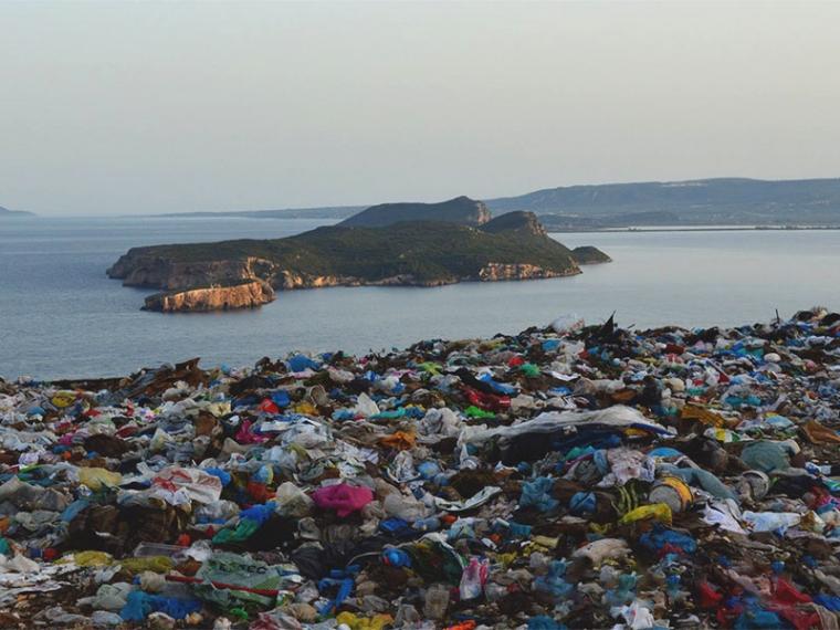 «Καταδρομική» εναπόθεση σκουπιδιών στην Πύλο από τη Οιχαλία και συλλήψεις